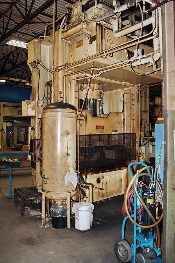 Used Hydraulic Press  Verson 300-HD1-60 1974
