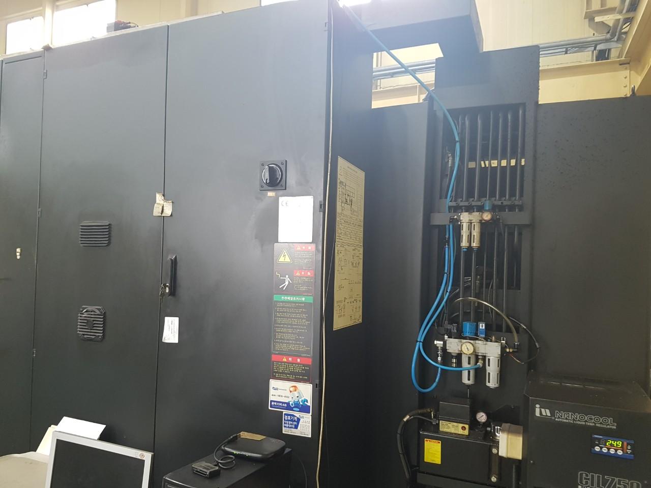 Used Horizontal Machining Center Doosan HM8000 HMC 2011