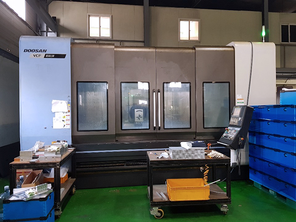 Used 5 Axis Machining Center Doosan VCF-850LSR 2016
