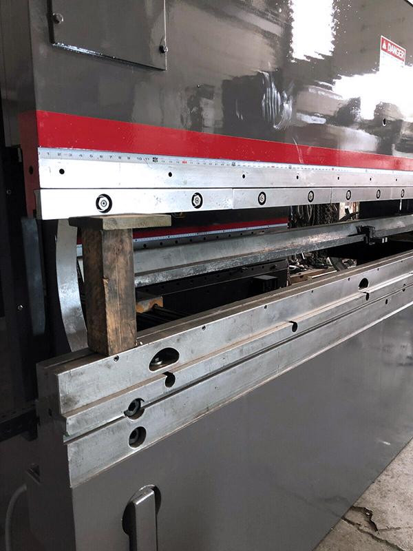 Used Hydraulic Press Brake Cincinnati 230CBII 2001