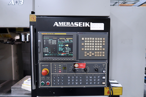 Used Vertical Machining Center Amera Seiki A3 2006