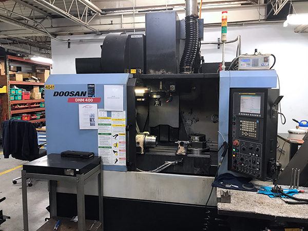 Used Vertical Machining Center Doosan DNM-400 2011