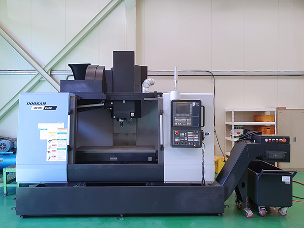 Used Vertical Machining Center Doosan DNM6700 2016